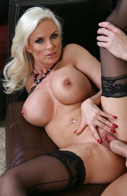 Ебать блондинок в чулках фото 157-752