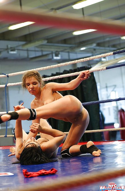 Девки ебутся борются на ринге, частные объявления путан спб