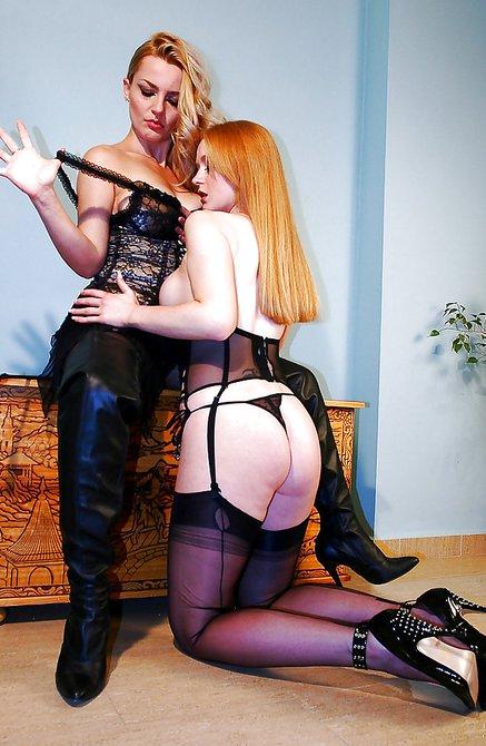 sisku-blondinka-lesbi-dominiruet-nad-rizhey-shlyuhoy-aziatke-nakonchali-potom