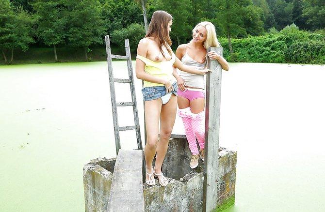 Девки задрали юбки фото дома — 14