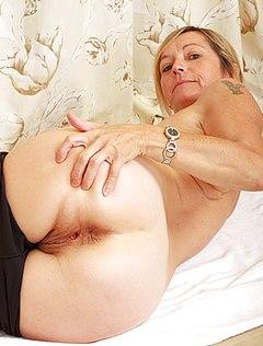 Кобелю нравится делать классные фото обнаженных мам