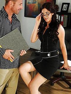Горячий секс в чулках в офисе в разгар рабочего дня
