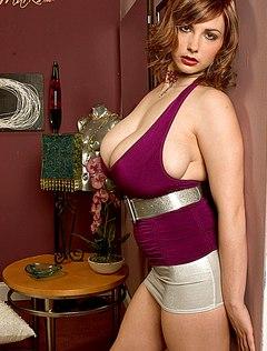Красивая женская грудь делает из мужика раба