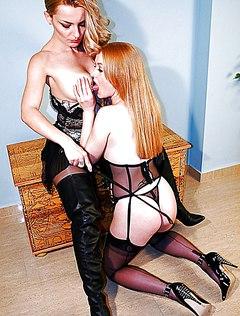 Лесбиянка доминирует над рыжей партнершей