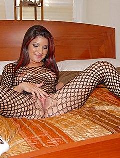 Возбужденная голая жена в костюме сетке устроила шоу дома