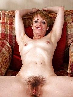 Зрелая очень мохнатая пизда желает секса с пенисом