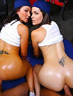 Друзья поебали в очко сексуальных подружек в гараже