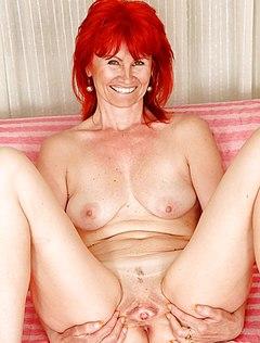 Развратная жена показывает пиздень крупно