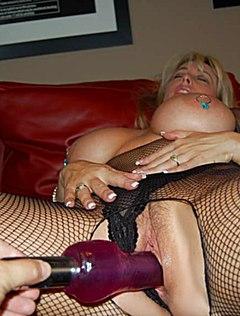 Сексапильная грудастая жена с секс машиной в пизде
