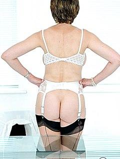 Сексуальная голая попка мамки смотрится идеально