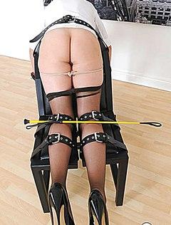Упругая голая попка жены ждет грубых игр