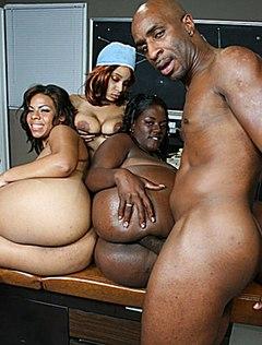 Отличный секс черных писек и члена приводит всех к оргазму