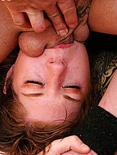Жеребцы выебали девку в рот и в пизду одновременно