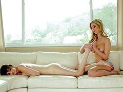 Лесбиянка, придя на массаж, попала на трах