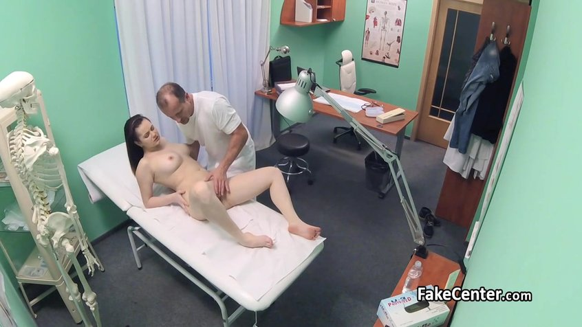 porno-nevesti-doktor-konchil-v-patsientku-gloriey-leonard