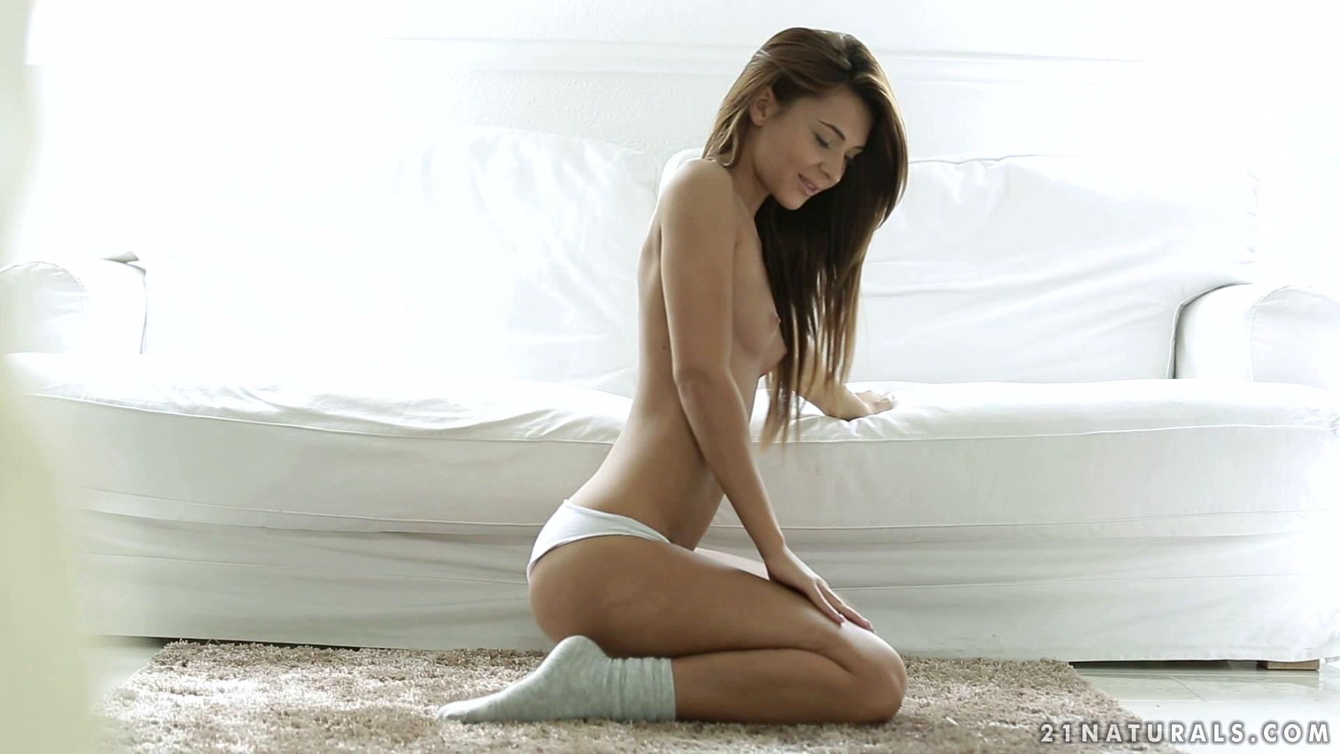 Рыжая Бабенка Показывает Промежность Сидя На Стуле Порно И Секс Фото С Молоденькими