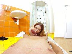 Жену голую снял на камеру в ванной развратный муж