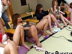 Молодые шалавы получают сексуальные навыки