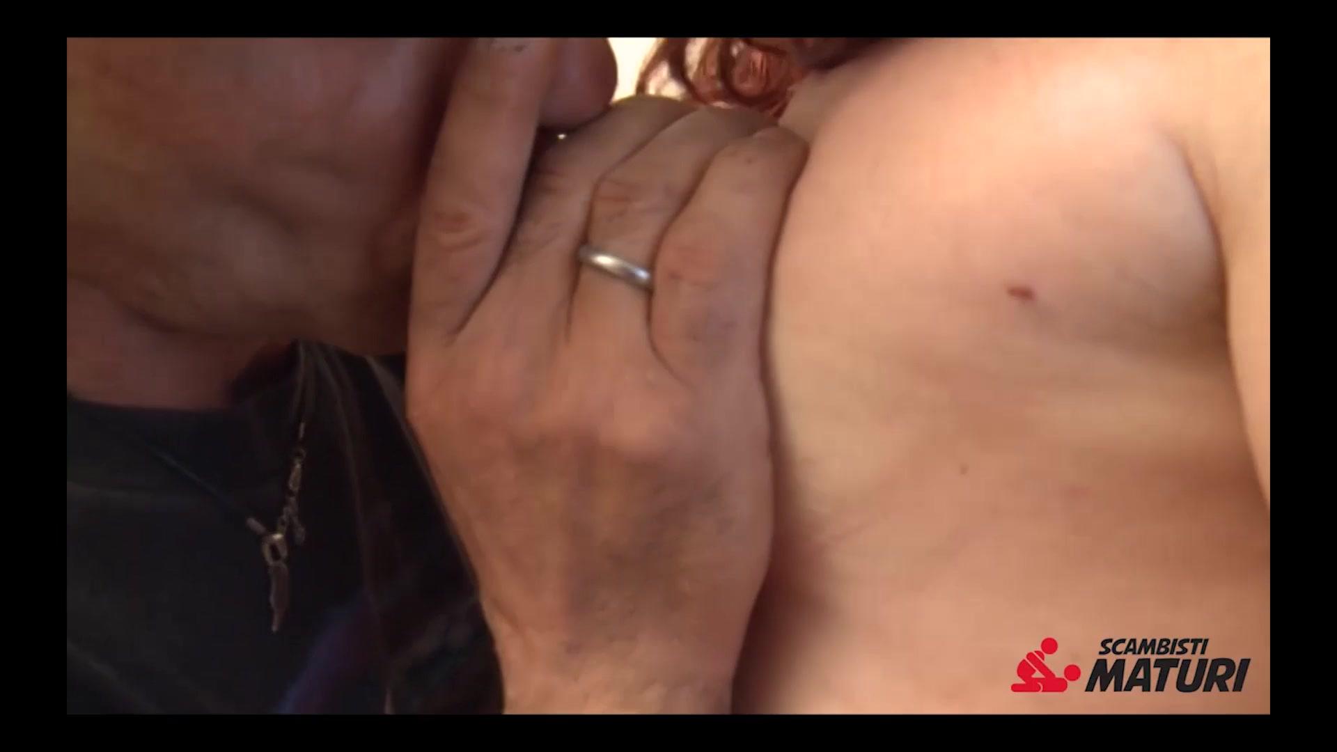 Сучка привязав мужа к стремянке дрочит его член #4