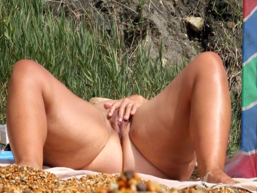 Милые развратницы на пляже — 15
