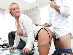 Грудастая секретарша отдалась боссу в дырки