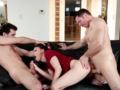 Молодая жена трахается с мужем и любовником дуплетом