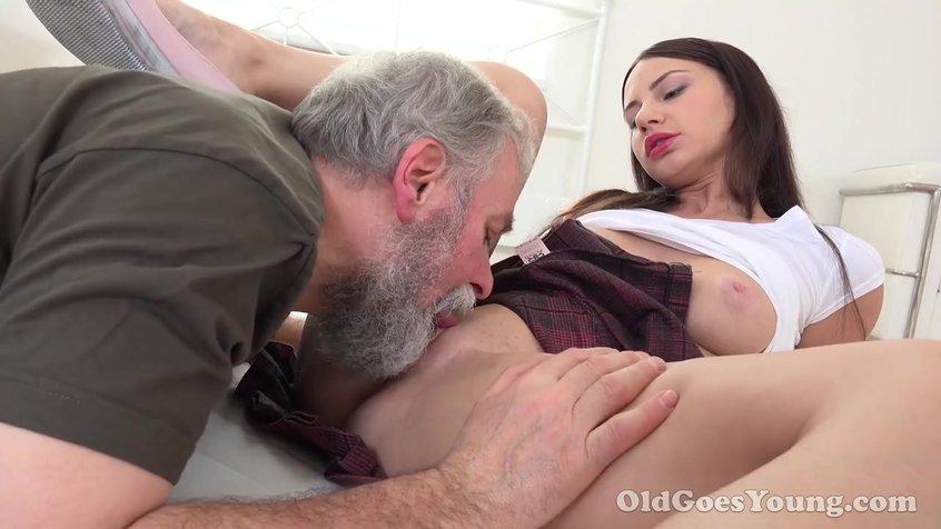 Старик с огромним членом преть красавицу порно