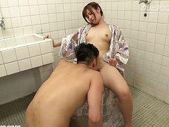 Молодые голые волосатые японки ублажают пенисы партнеров