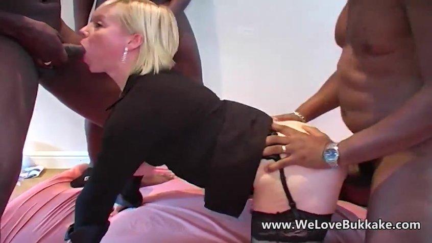 chernaya-i-belaya-telka-ublazhayut-afrikantsa-porno-video-starie-bomzhihi-razdevayutsya-za-dengi-i-pokazivayut-sebya