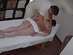 Сексуальный массаж на скрытую камеру от горячего самца