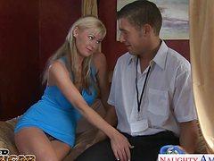 Классная блонда устроила сногсшибательную порку с курьером