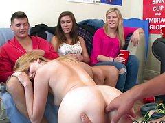 Необыкновенный отрыв голых подруг на вечеринке