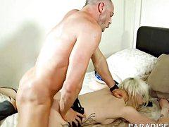 Аппетитная блондинка нежно стонет с пенисом крепыша в пизде