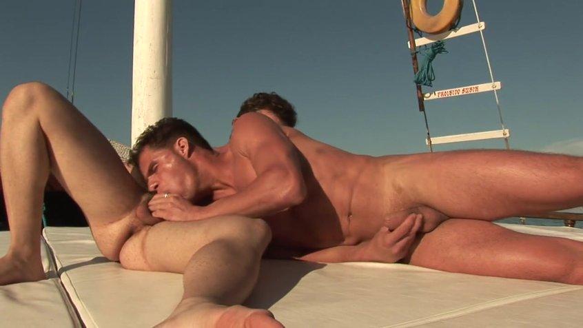 Два друга на яхте порно геи