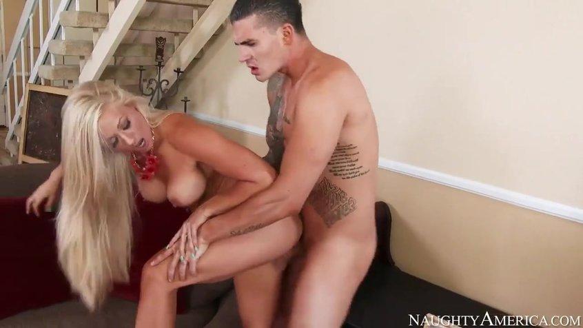 Порно 2 Молодые Сисястые