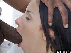 Горячий негр получил красивый нежный секс с красоткой белой
