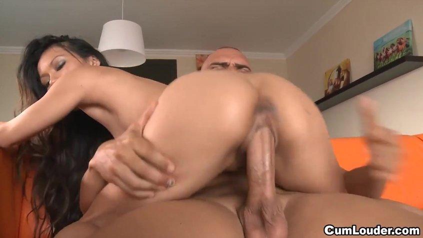 Порно девушка скачет верхом жестко, подглядывание секс в душевых кабинках на море