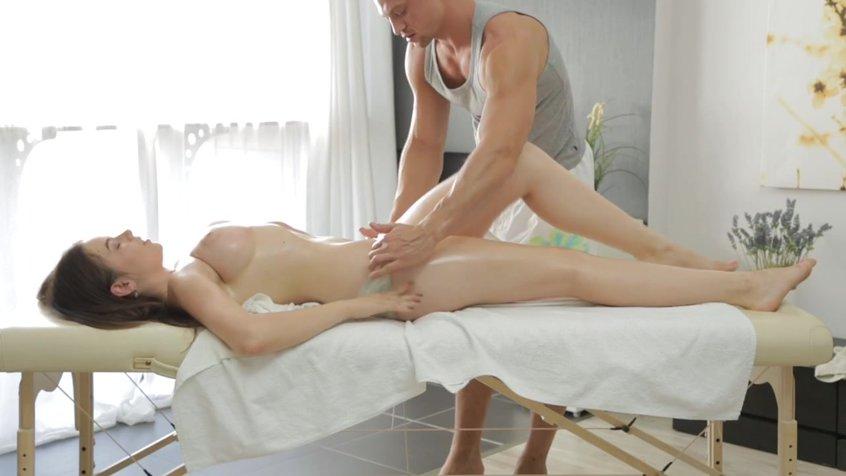 Жена пошла на массаж ее тра