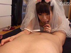 Молодая невеста берет в рот у друга и отдается в письку