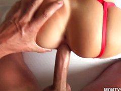 Кобель отлично шпилит в жопу сексуальную подругу в красном