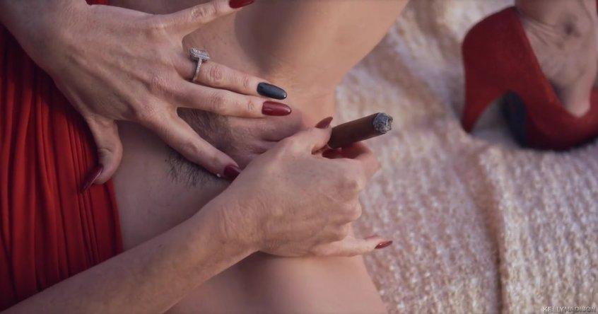 zrelaya-masturbiruet-svoyu-brituyu-vaginu-video-andzhel-dark-vse-porno-roliki
