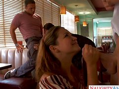 Молодые приятели устроили оргию в кафе