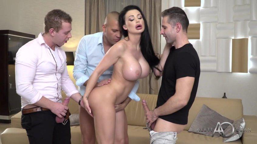 Видео три члена в одну дырку, старое порно мамочки