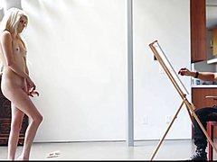 Красивые сексуальные телки позируют для художника