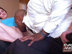 Негр с солидным пенисом порет двух приятельниц