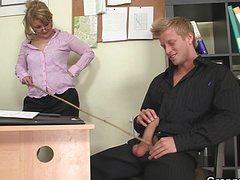 Крепкий начальник натянул секретаршу на свой фаллос
