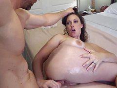 Членом трахает большим сисястую жену муж