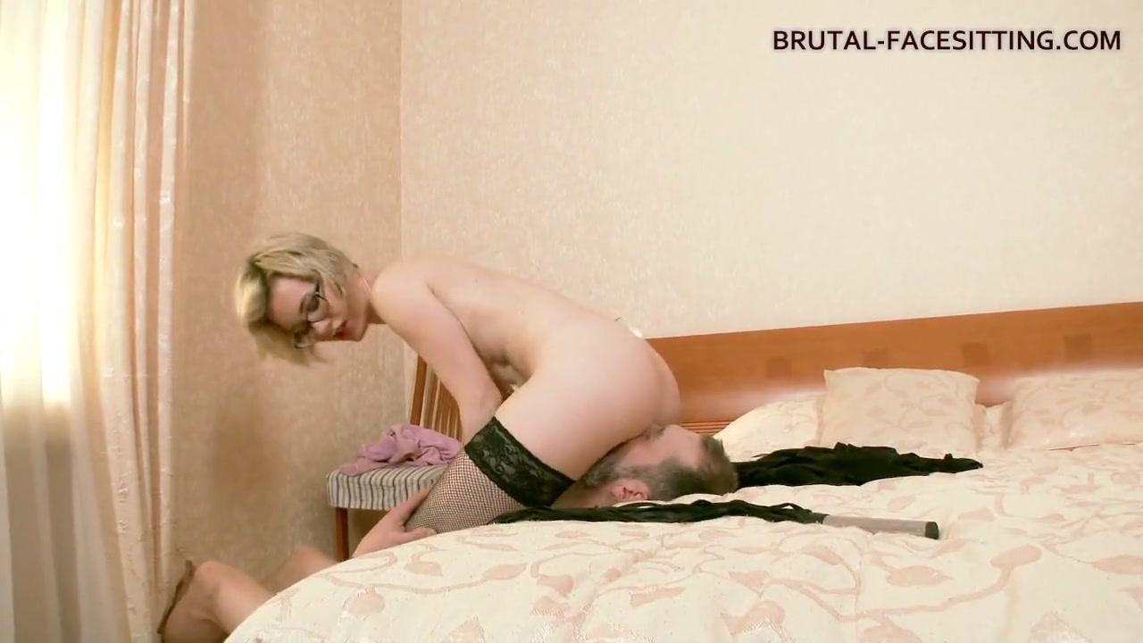 Brutal facesitting com пис порно с оралом и аналом
