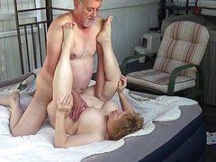 Взрослые любовники после активного секса расслабились