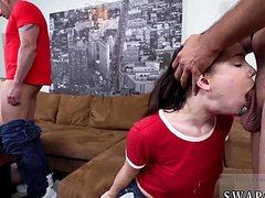 Двух девушек выебали парни зрелыми пенисами